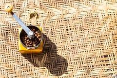 咖啡豆研磨机 免版税库存图片