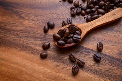 咖啡豆背景/咖啡豆/咖啡豆在木 免版税库存图片