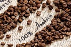 咖啡豆静物画  免版税库存照片