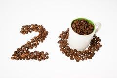 从咖啡豆,二十和杯子编号 免版税库存照片