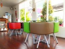 咖啡餐馆室内与豪华家具 库存图片