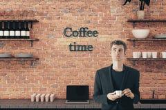 咖啡饮用的人年轻人 库存图片