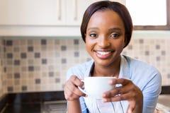 咖啡饮用的女孩 免版税库存图片