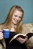 咖啡饮用的早晨读取 库存图片