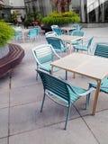 咖啡馆使办公室环境美化的庭院家具 免版税库存照片
