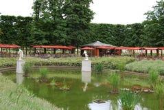 咖啡馆公园池塘小的tuileries 库存图片