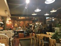 咖啡馆内部手工艺店 免版税库存照片