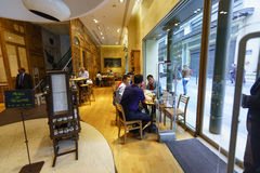 巴黎咖啡馆内部 库存照片