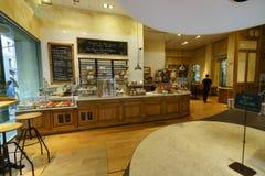 巴黎咖啡馆内部 免版税库存照片