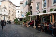 咖啡馆和餐馆在Trastevere区在罗马 免版税库存图片