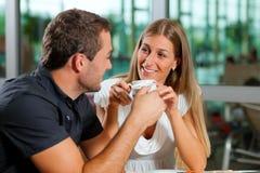 咖啡馆咖啡夫妇喝 免版税图库摄影