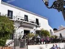 咖啡馆在南部的西班牙地区的最美好的`白色`村庄的米哈斯一叫安达卢西亚 库存照片