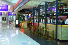 咖啡馆在杜拜机场的酋长管辖区终端3 免版税图库摄影