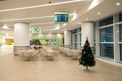 咖啡馆在阿什伽巴特机场新的现代国际终端  土库曼斯坦 库存照片