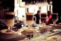 咖啡馆在玻璃的咖啡拿铁 图库摄影