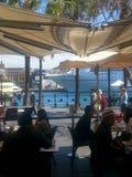 咖啡馆在Sydney& x27;s环形码头,NSW,澳大利亚 免版税库存图片