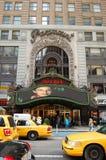 咖啡馆坚苦曼哈顿nyc岩石正方形时期 库存图片