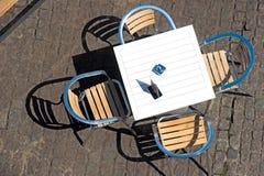 咖啡馆夏天表 免版税图库摄影