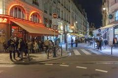 咖啡馆夜生活在巴黎,法国 免版税图库摄影