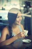 咖啡馆妇女 免版税图库摄影