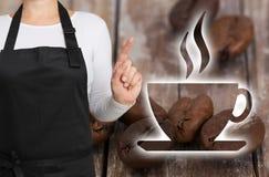 咖啡馆概念由咖啡烘烤器显示 图库摄影
