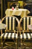 咖啡馆法国典型室外的巴黎 库存照片