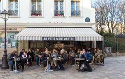 咖啡馆澳大利亚小的蒙马特是在蒙马特,巴黎,法国的一个咖啡馆 库存照片