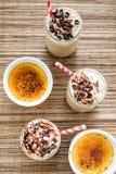咖啡馆焦糖奶油冷的饮料 免版税图库摄影