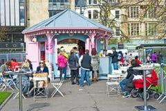 咖啡馆爱丁堡庭院王子街道 图库摄影