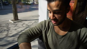 咖啡馆的新郎等待的恋人 股票录像