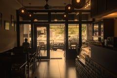咖啡馆的早晨内部在Tanah Rata 免版税库存照片