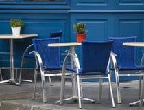 咖啡馆空的街道 库存照片