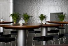 咖啡馆表和凳子 免版税库存图片