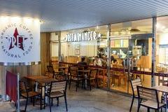 咖啡馆主持空的内部编号表 图库摄影