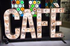 咖啡馆;用与灯纹理的木信件做的葡萄酒标志 库存照片