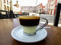 咖啡馆Bonbà ³ m espresso+condensed牛奶 免版税库存图片