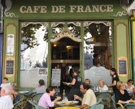 咖啡馆de法国小岛sorgue sur 免版税库存照片