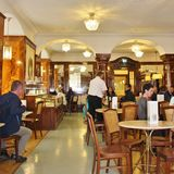 咖啡馆Tomaselli,萨尔茨堡 图库摄影