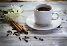 咖啡黑色,开胃 饮料从早晨一份芬芳咖啡 免版税图库摄影