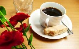 咖啡黑色&牛奶曲奇饼 免版税图库摄影