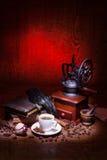 咖啡,烘干玫瑰色和研磨机 图库摄影
