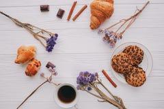 咖啡,甜点,华伦泰` s天 免版税库存照片