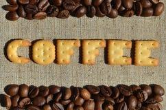 咖啡 从可食的信件的词在灰色帆布说谎 免版税库存图片