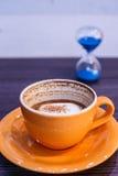 咖啡读秒 免版税库存照片