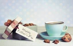 咖啡cackes pesent箱子父亲节假日 库存图片