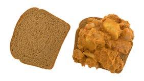 咖喱风味金枪鱼露面的三明治 免版税库存图片