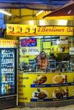 咖喱香肠小屋卖柏林食物专长Currywurst 库存图片