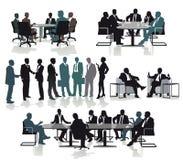 咨询在会议上的商人 免版税库存图片