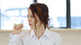咳嗽病的妇女,咳嗽 股票录像