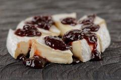 咸味干乳酪乳酪用果酱 免版税图库摄影